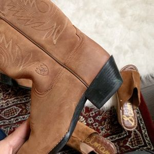 Ariat Shoes - Ariat Heritage R Toe Suede Cowboy Boots 7.5C